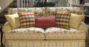 Awesome cottage floral sofa. Iu0027m getting so I just adore sofas comprised of floral sofas and chairs