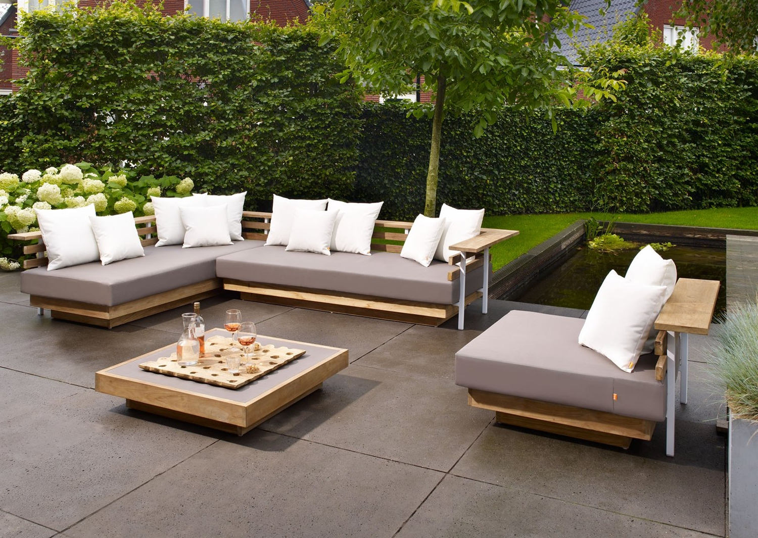 Incroyable Beautiful Affordable Nice Design Metal And Wood Outdoor Lounge With Grey  Sofas Can Metal Outdoor Lounge