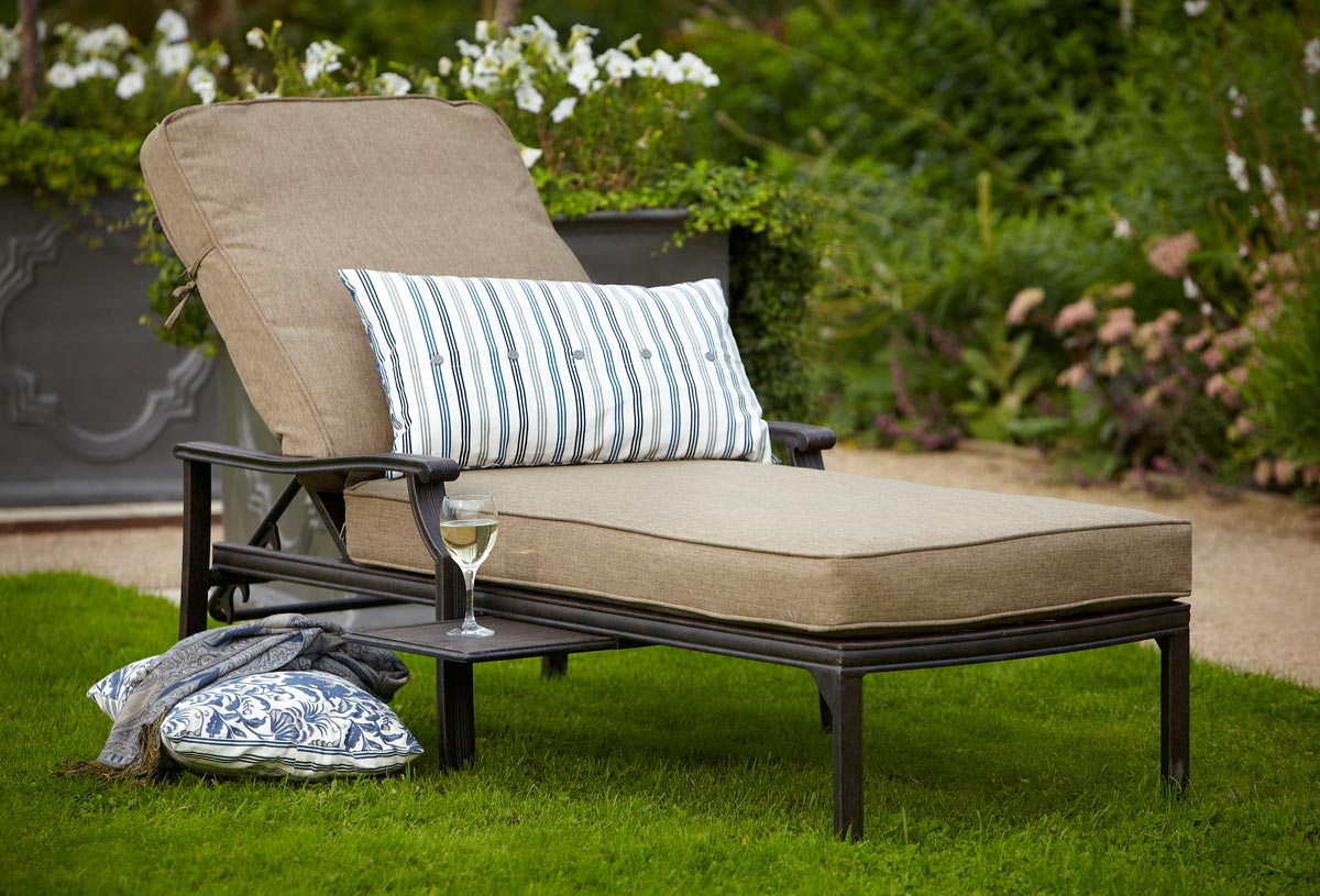 Relax in the comfortable garden lounger and enjoy your evening