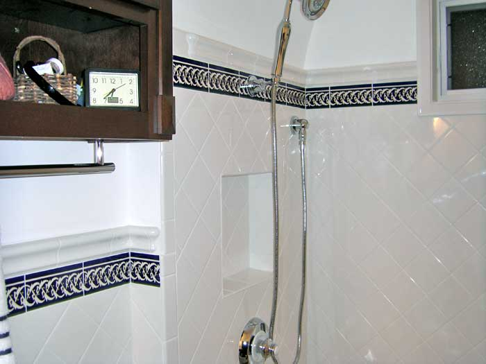 Images of Cobalt blue border tiles in bathroom wall. Photo of bathroom with cobalt border tiles for bathrooms
