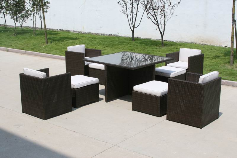 Highlight the outdoor décor of your house with outdoor Rattan Furniture