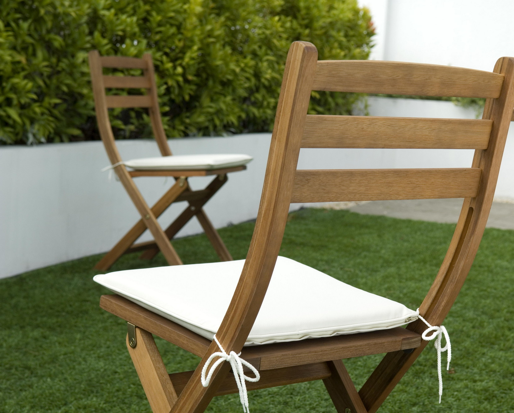 Cool Choose the right style and size wooden garden recliners