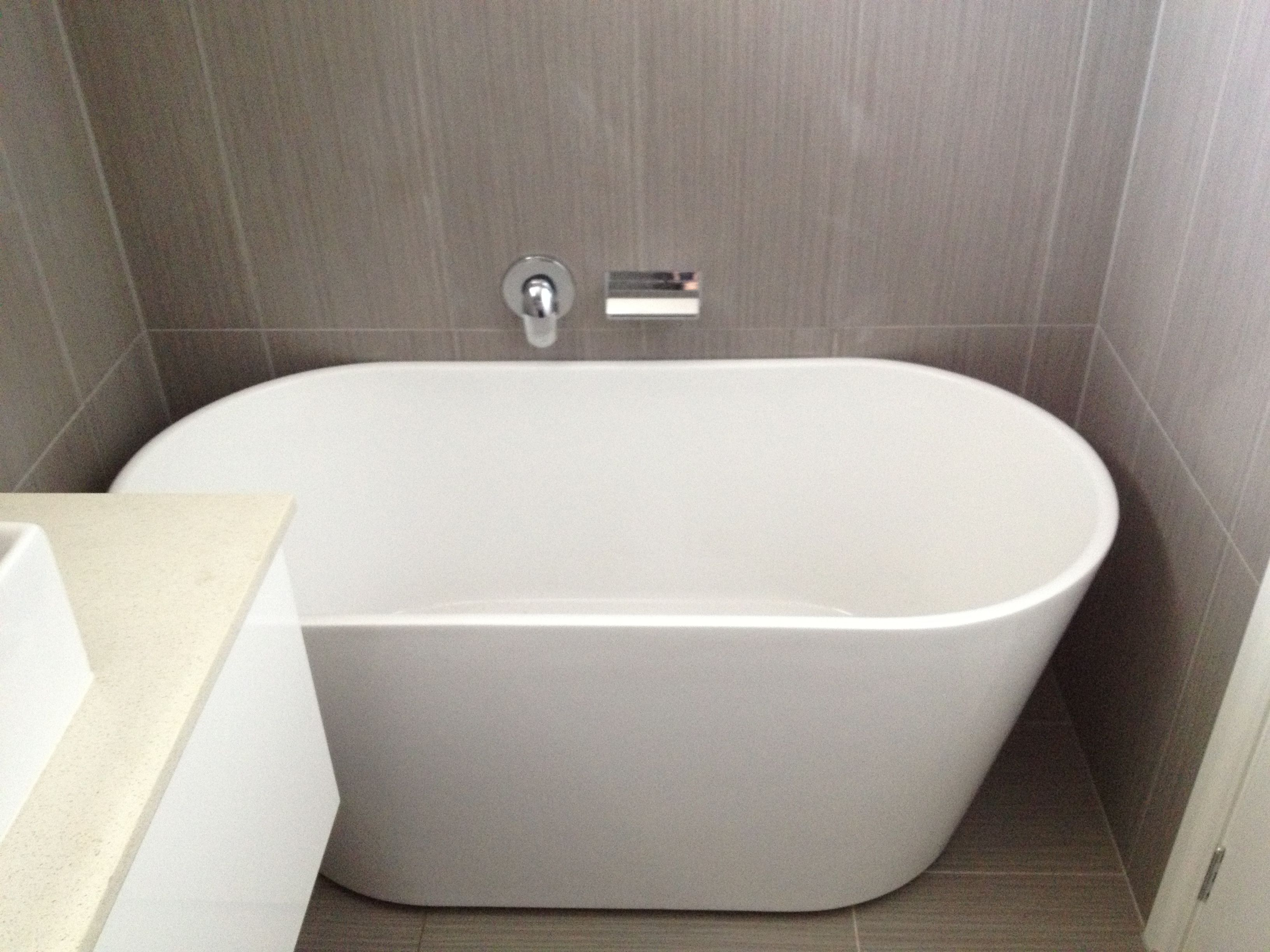 Ways to make small bath look attractive for Small baths for small bathrooms