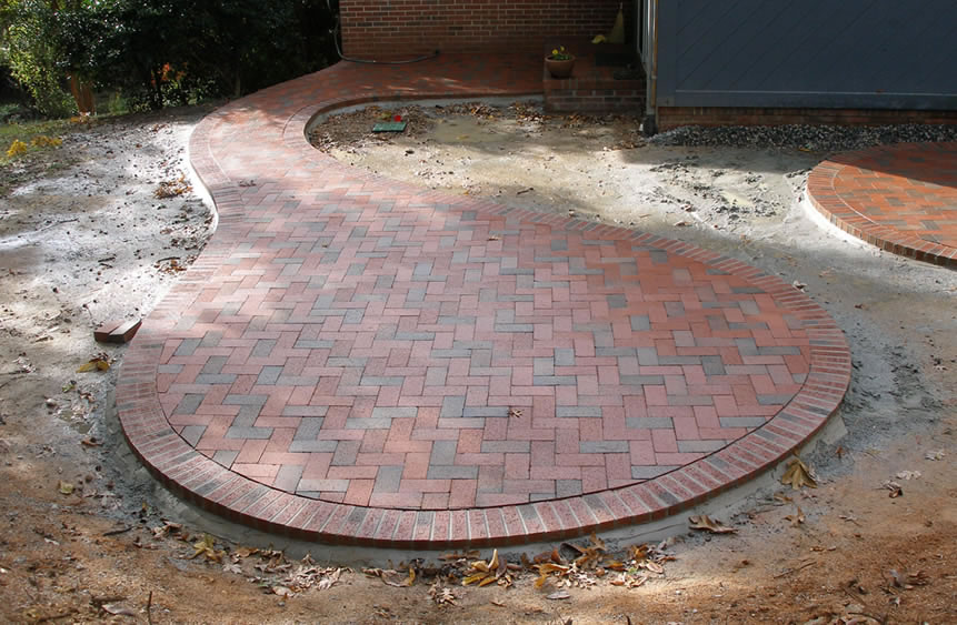 Cozy Circular patio with Pine Hall Brick pavers Like the shape but NOT the round brick patio designs