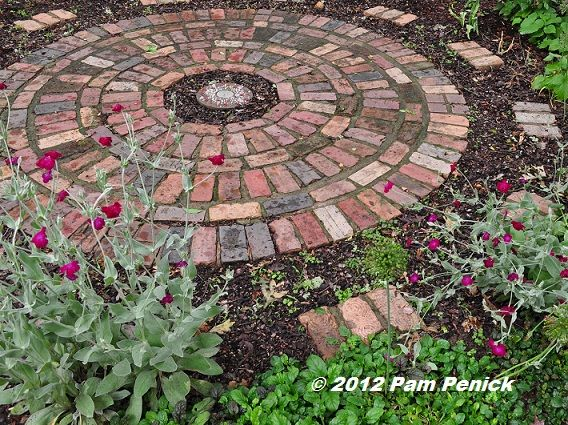 Cozy great brick patio, nice alternating pattern and transition around the edges round brick patio designs