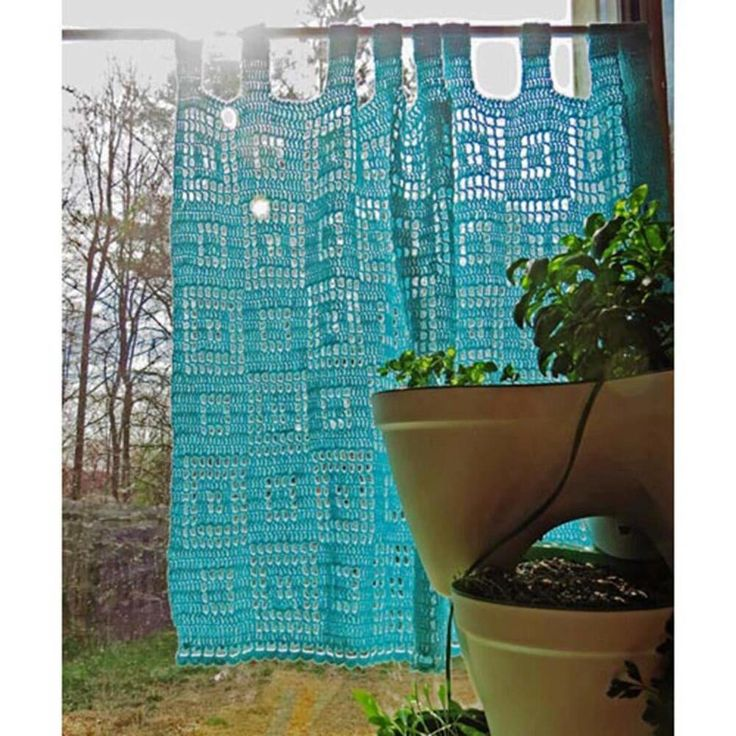 Cute Café Curtain (free crochet pattern) crochet cafe curtains