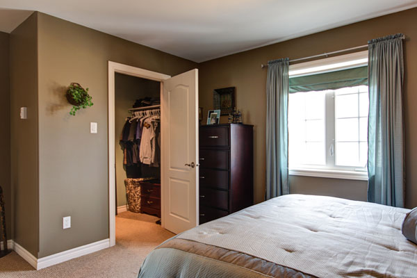 Cute Master Bedroom With Walk In Closet Layout | Topfashiontrade bedroom with walk in closet