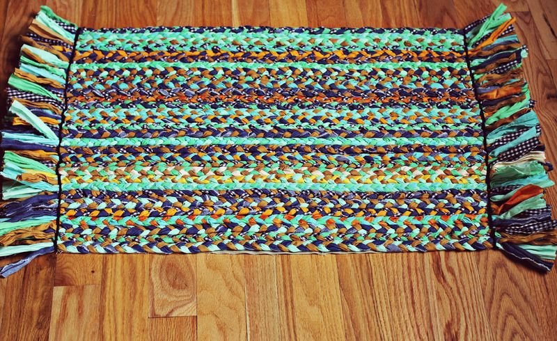 Stylish DIY Braided Rug on A Beautiful Mess ... diy braided rug