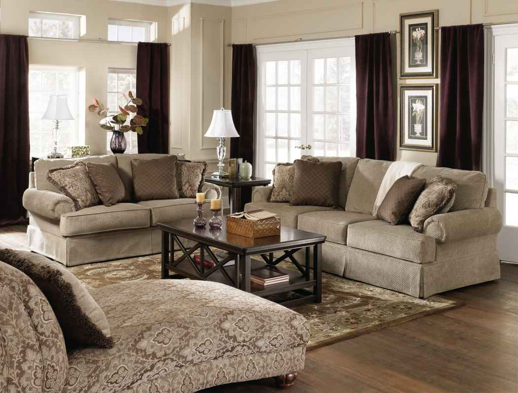 Using traditional furniture for a pleasant look