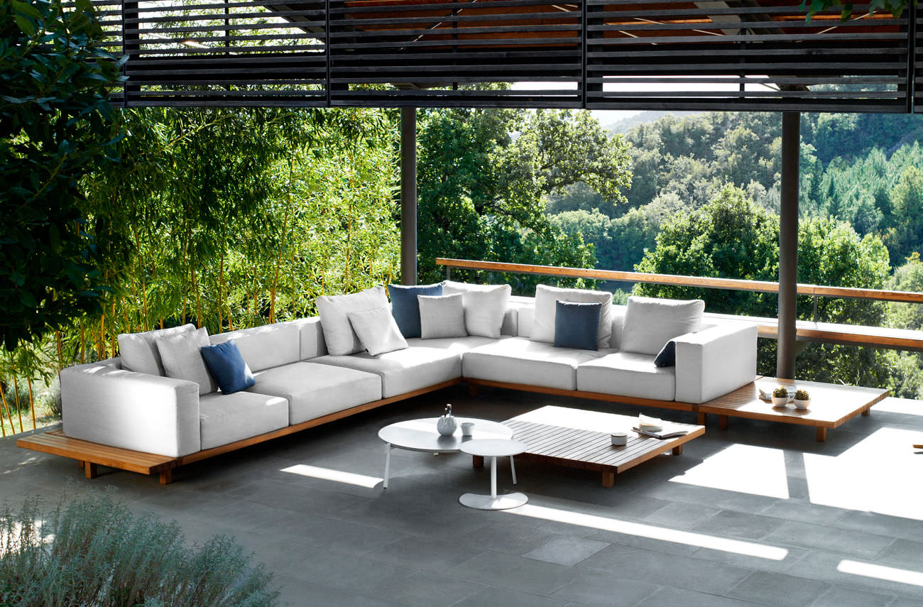 Teak furniture for outdoor uses for Designer garden furniture