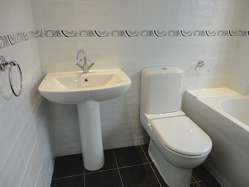 Modern The white suite with fully tiled walls and floor fully fitted bathrooms