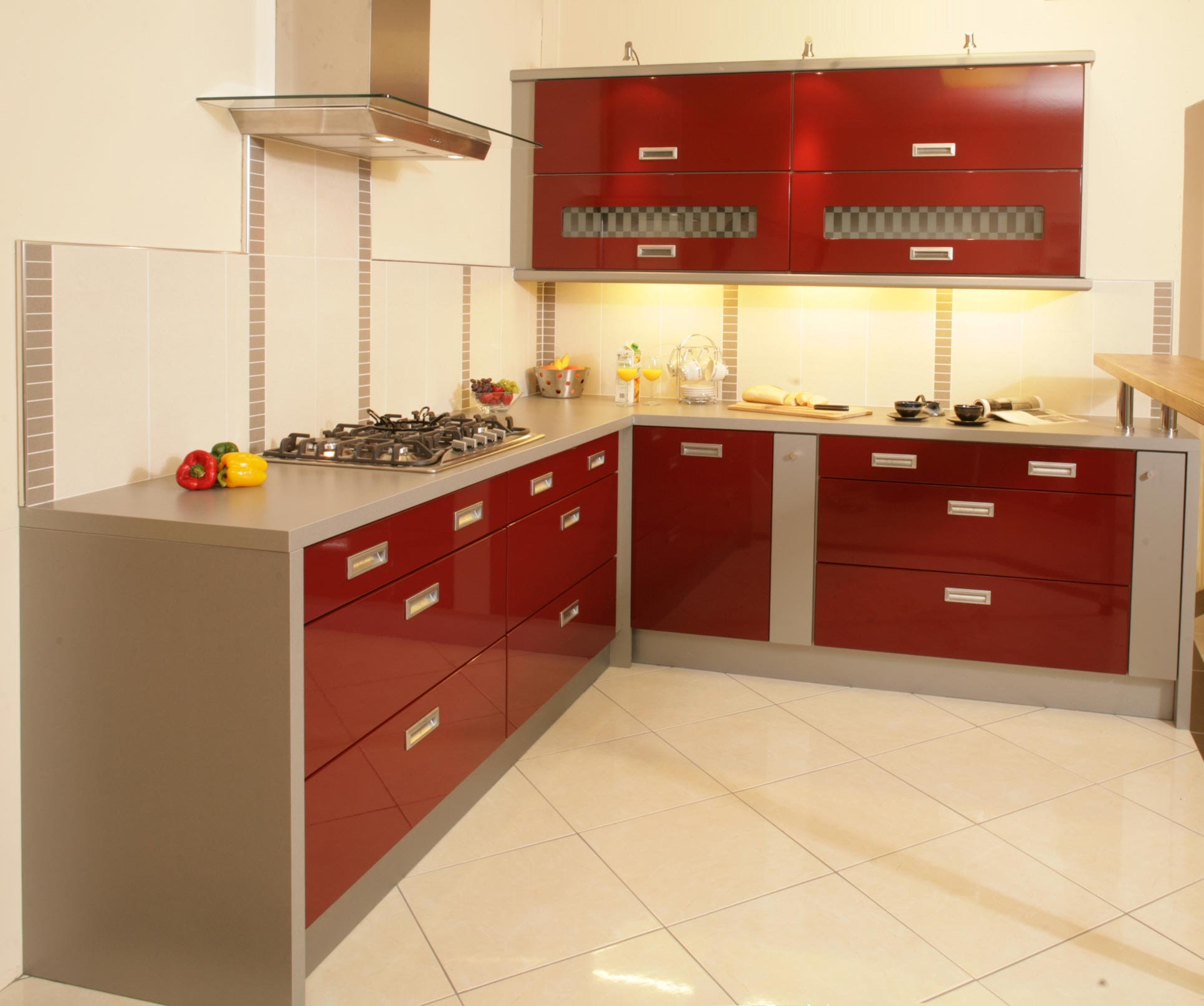 Get an attractive cooking area with modular kitchens - Kitchen layout for small space decoration ...