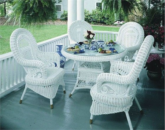 Many People Swing To White Wicker Furniture Due To Its Flexibility
