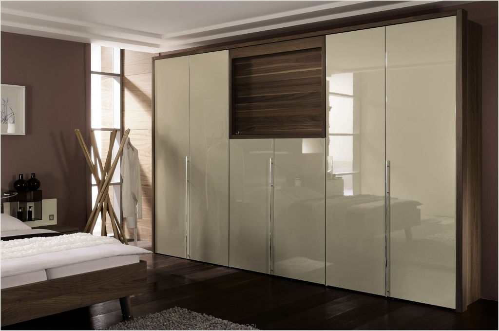 Let us get into the world of modern wardrobes Wardrobe in master bedroom
