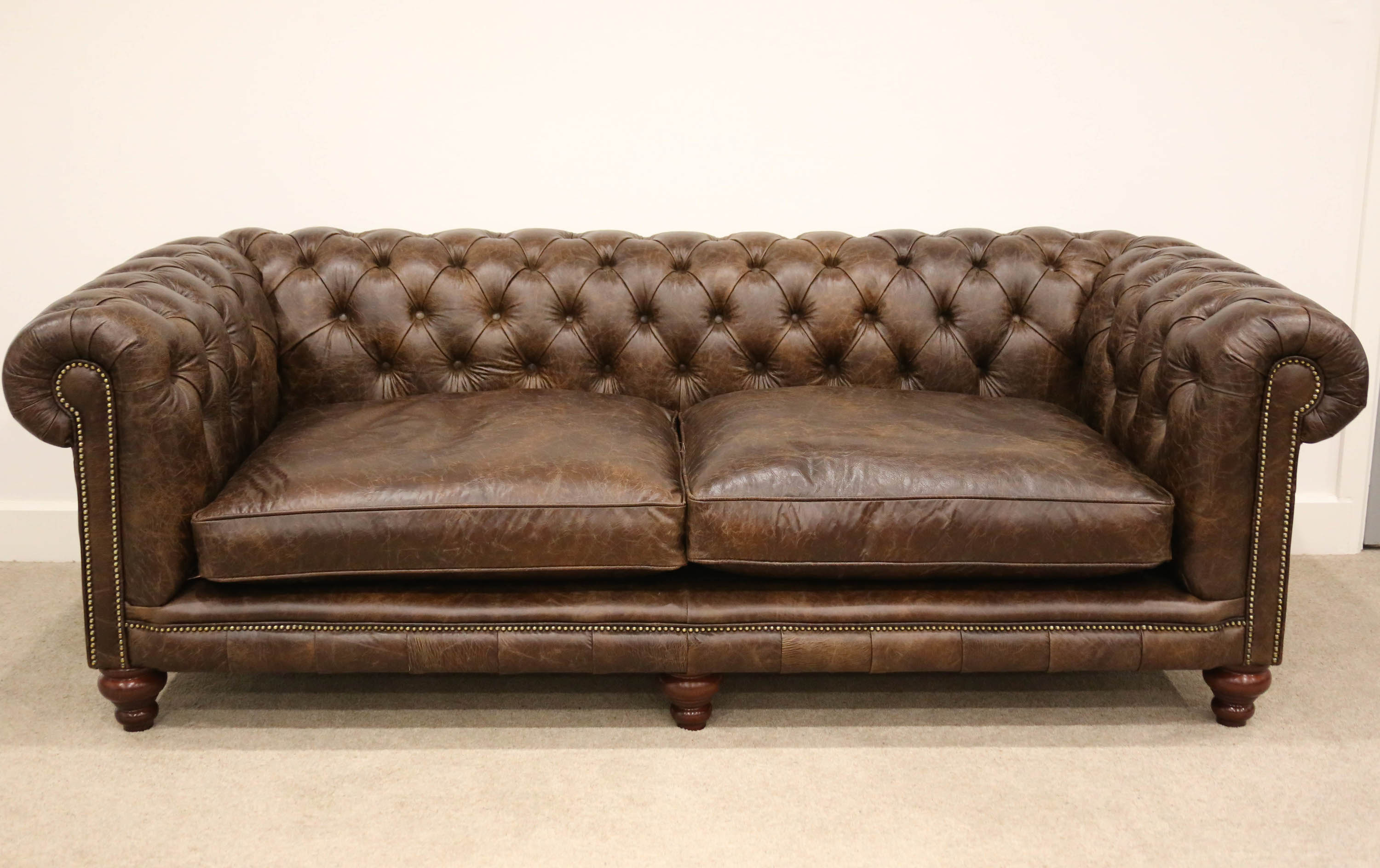 Traditional chesterfield sofa chesterfields and beyond - Sofas chester piel ...