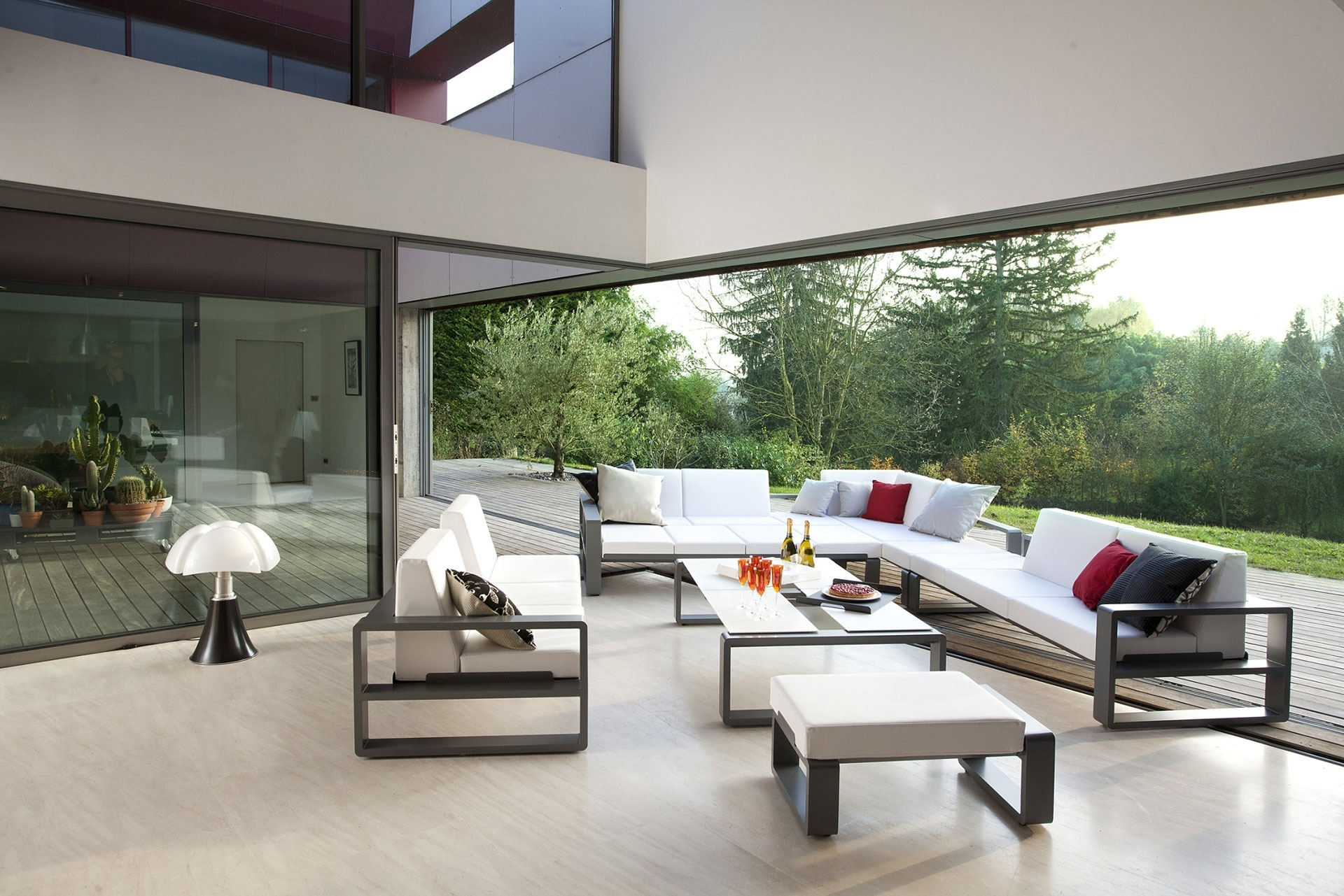 Utilise the outdoor space by fixing contemporary outdoor furniture