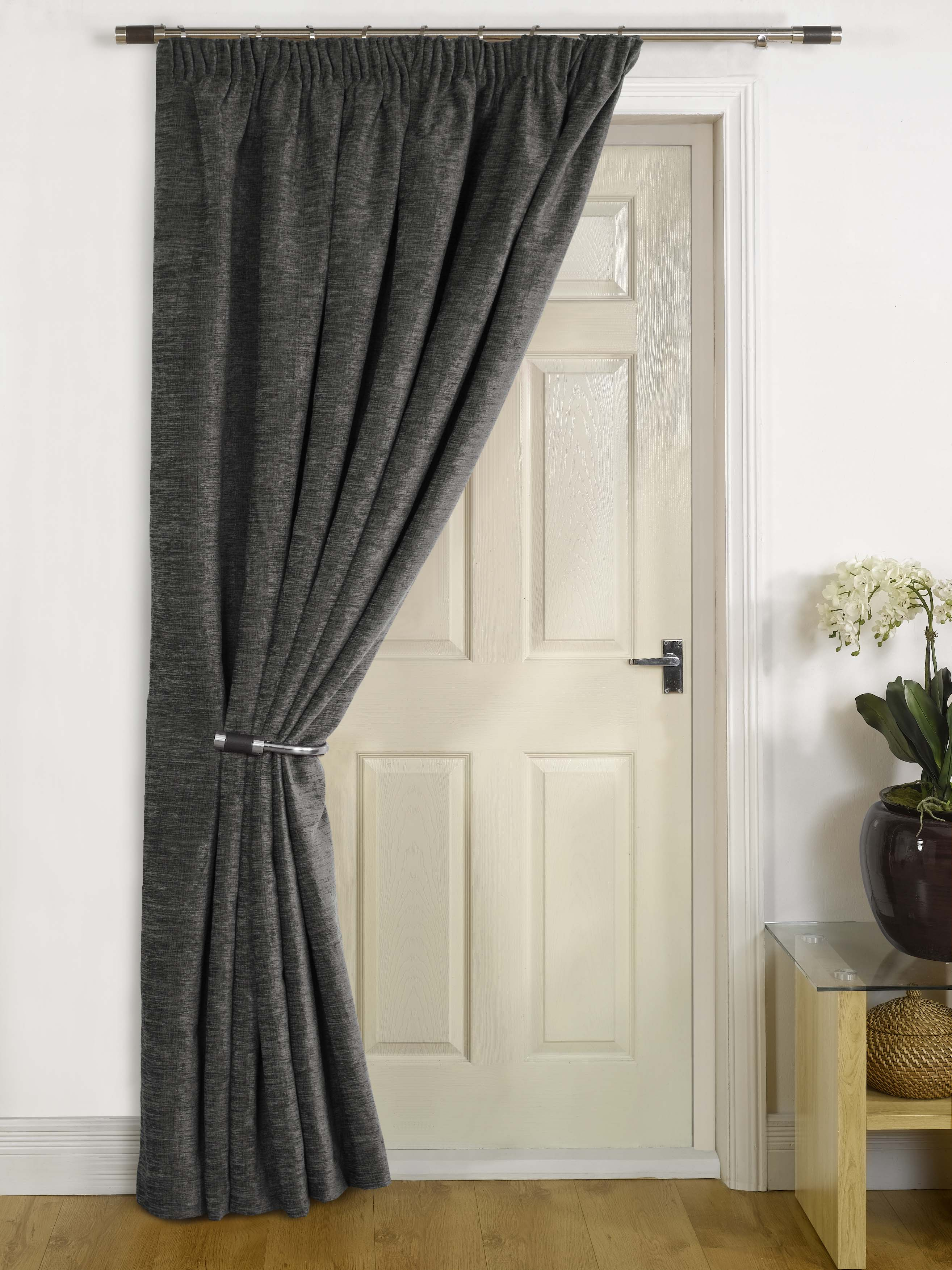Change The Style And Look Of Your Room With Door Curtains ...