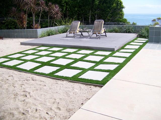 easyturf with paver stones modern-landscape AMBFVAY