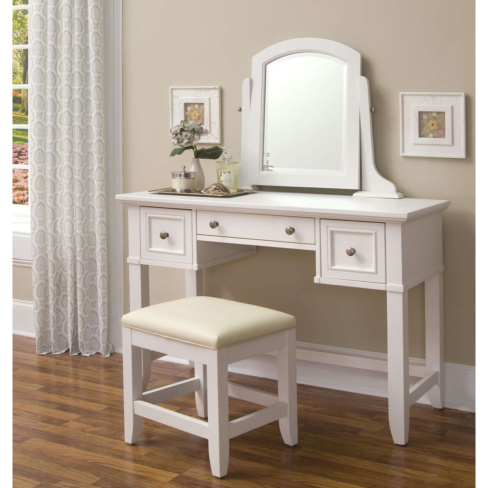 Tips to How To Select A Bedroom Vanity – darbylanefurniture.com