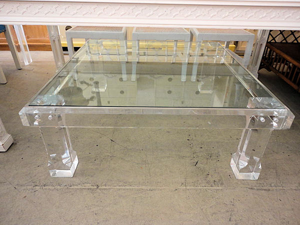 Lucite Coffee Table Brightens Your Interior