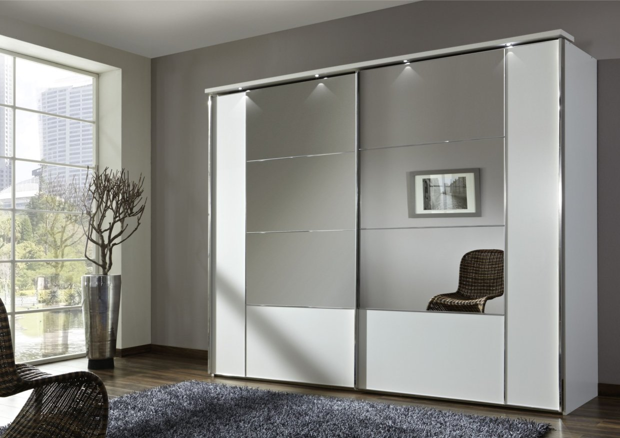 Advantages of Mirrored Closet Designs