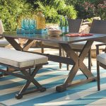 Outdoor Dining Table: Provides a great look of the outdoor place