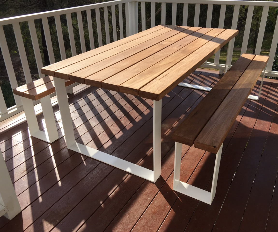 How to Choose Practical and Stylish Outdoor Tables