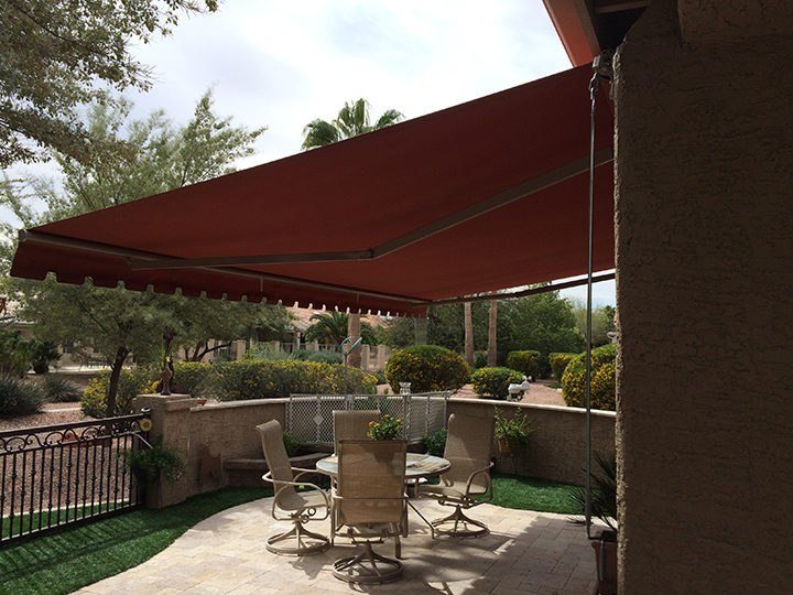 patio awning red sunchoice awning over a medium size patio KAERKVJ