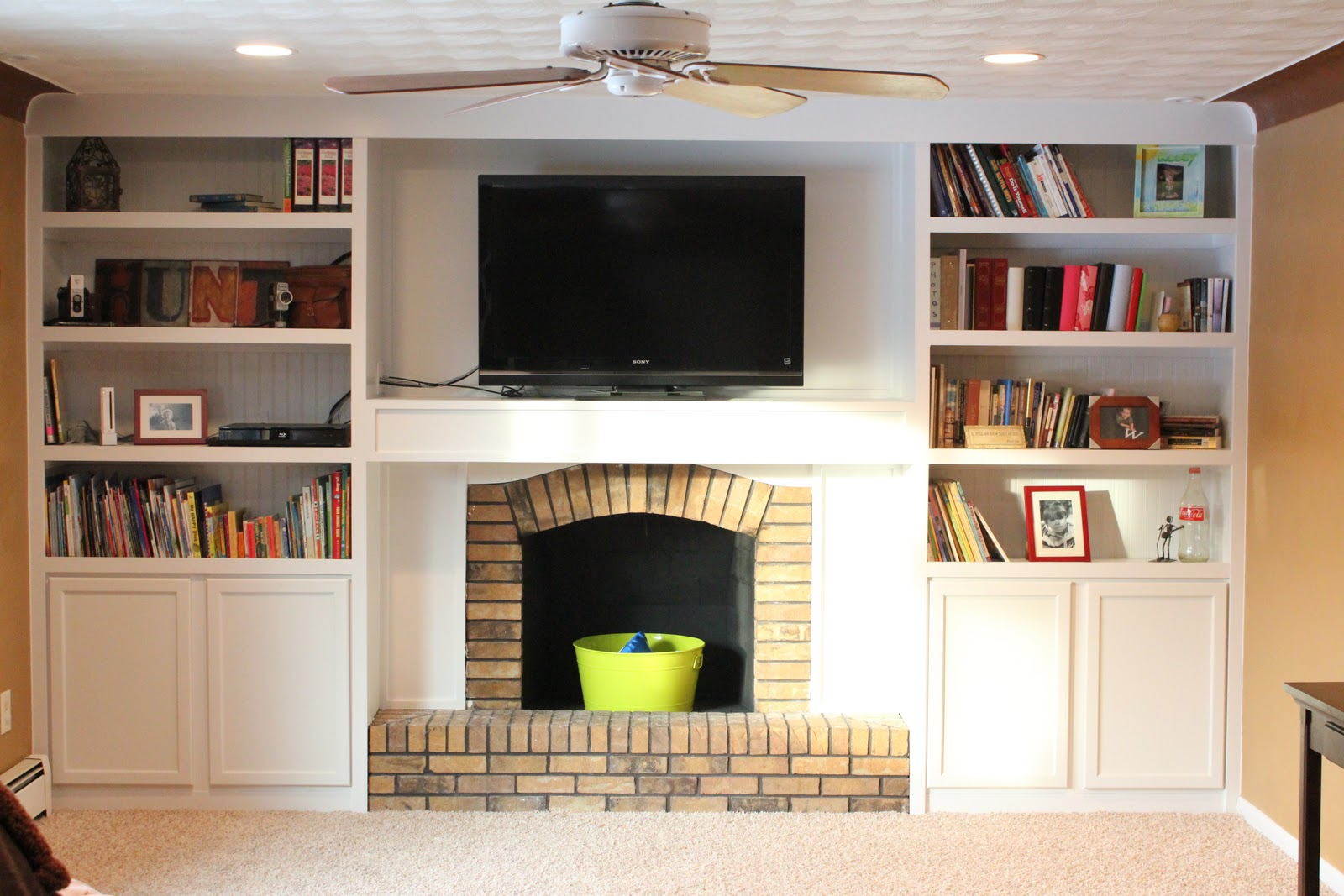 Floor To Ceiling Built In Bookcase Around Fireplace And Wall Mounted Tv, 15  Inspiring Designs