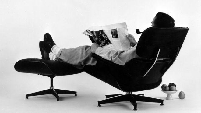 The chair modelled on a baseball mitt - BBC News