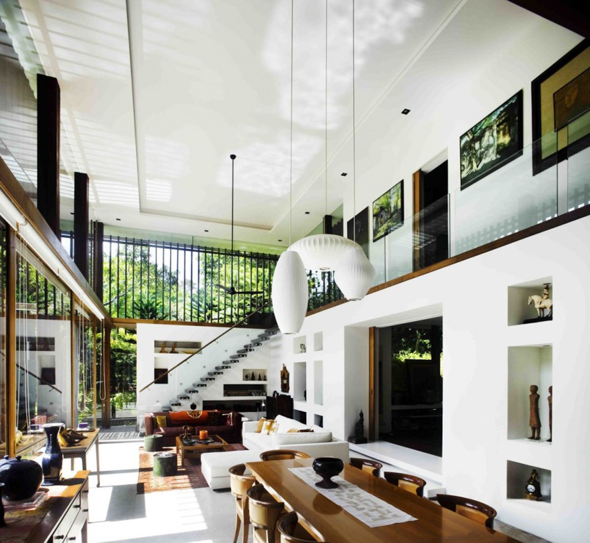 If you want to have the dream house design that has the wonderful garden  views, this modern house design in Singapore can be used as your  inspiration.