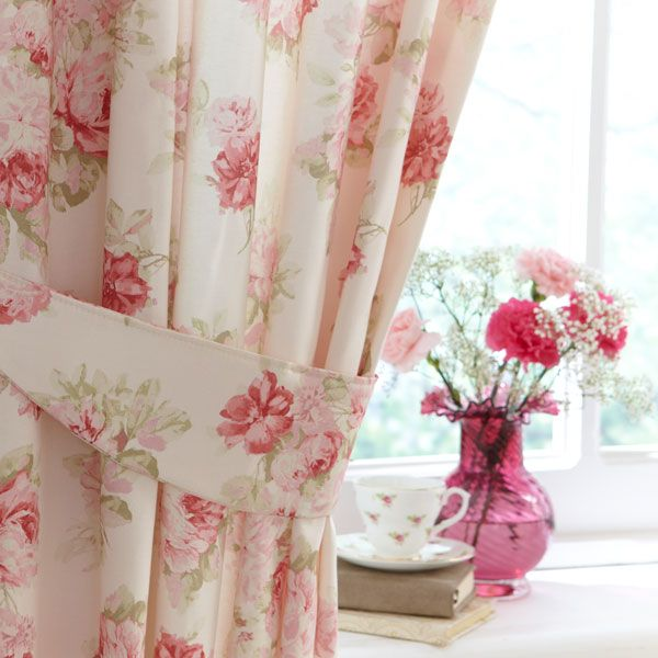 Amazing floral curtains | Floral curtains: These are reminiscent of a cute tea room floral bedroom curtains