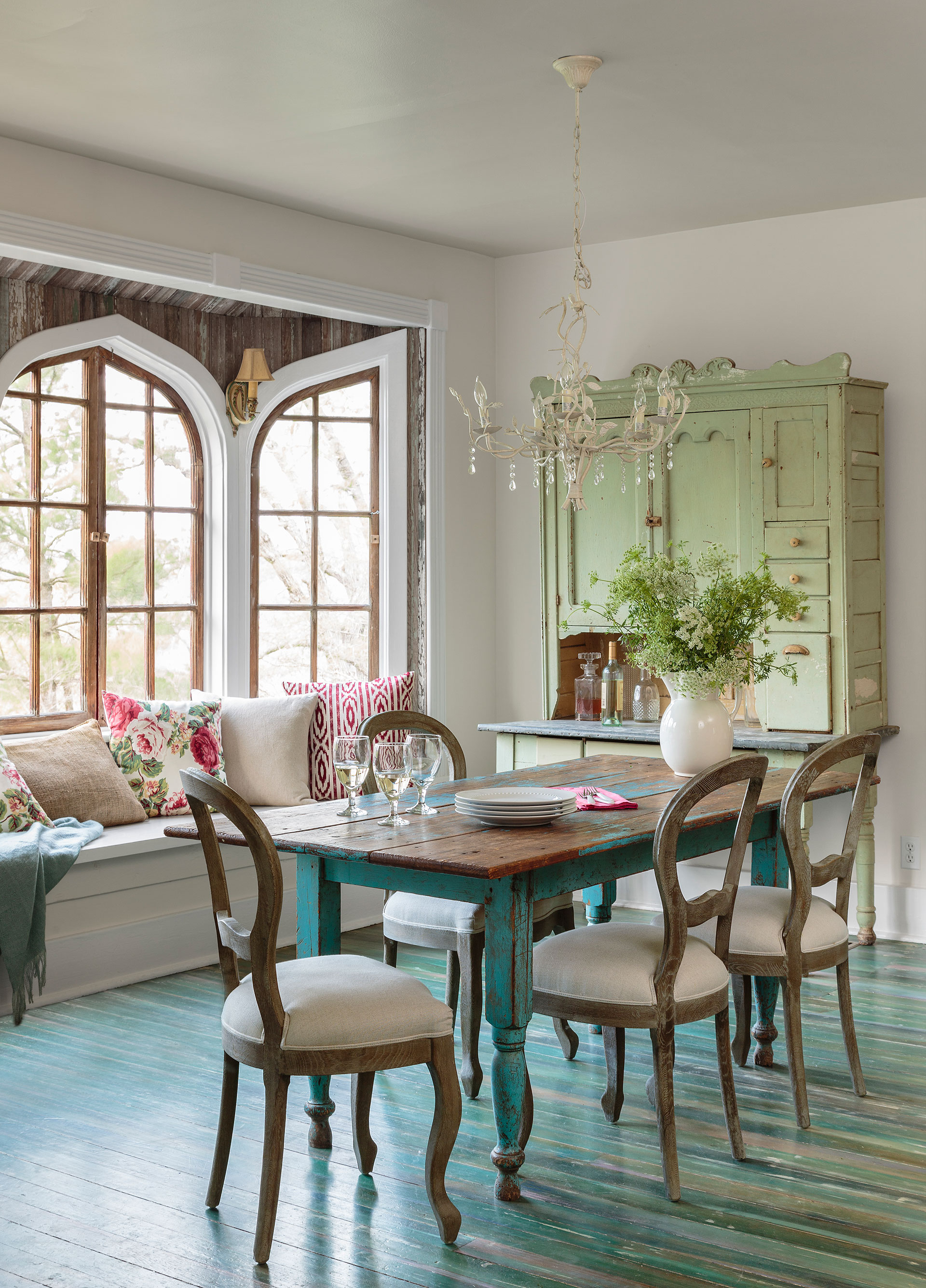 How to modify your dining room design?