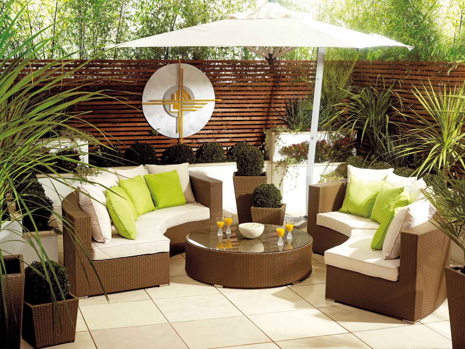Mark your perfect first impression with outdoor living furniture.