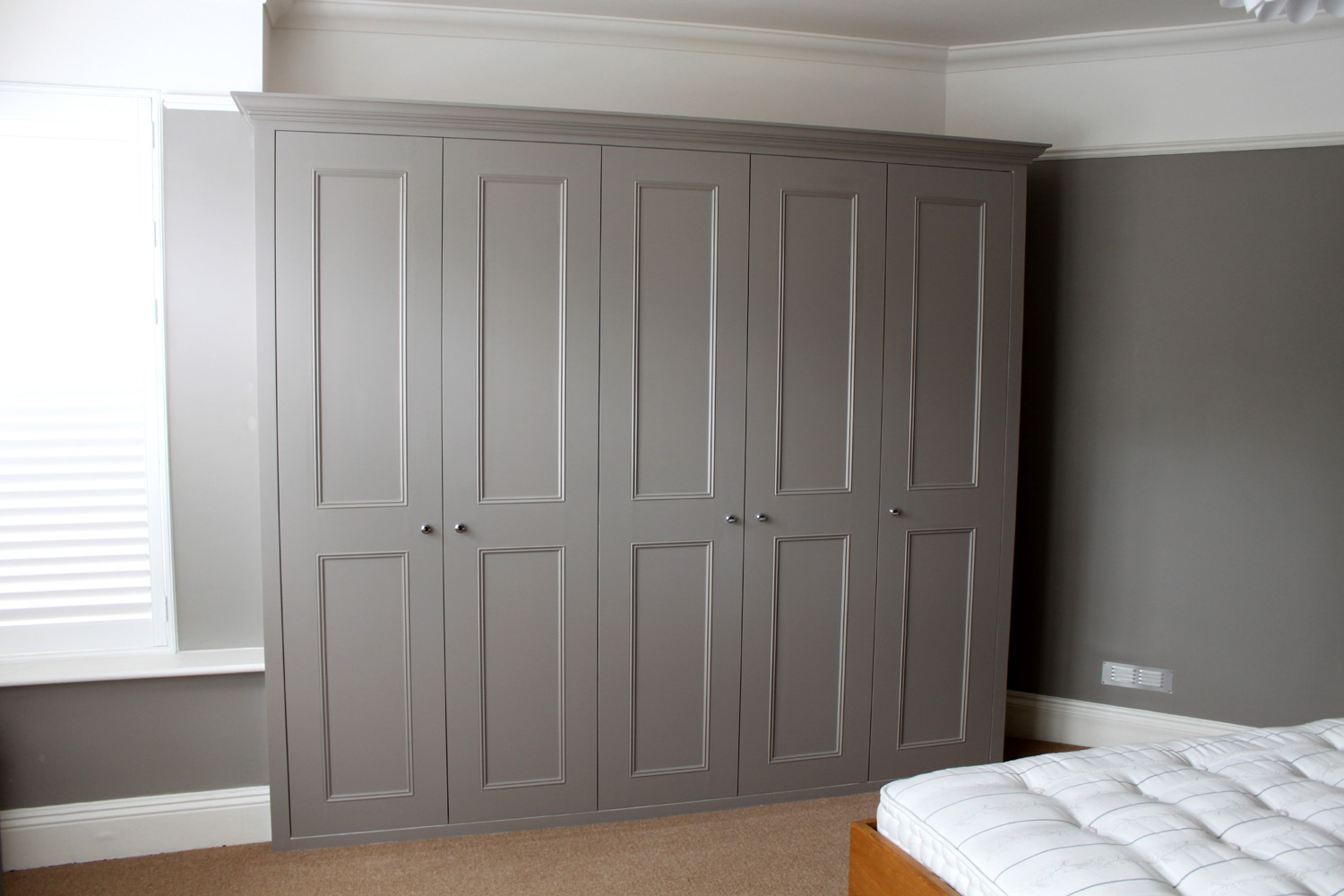 Chic A Short Guide to Bespoke Fitted Wardrobes bespoke fitted bedroom furniture