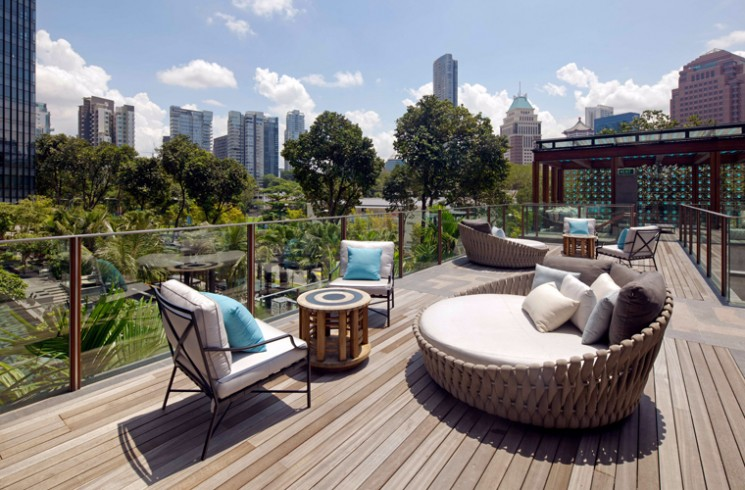 Chic Tosca daybed by luxury outdoor furniture brand Tribù at Twin Peaks in luxury outdoor furniture