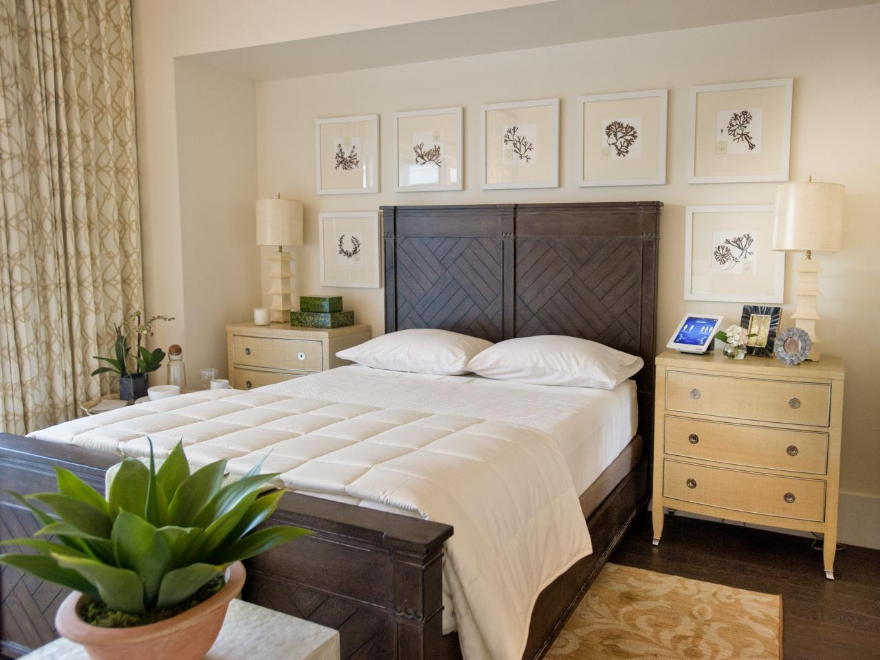 Compact Glitter and Gold bedroom color combination