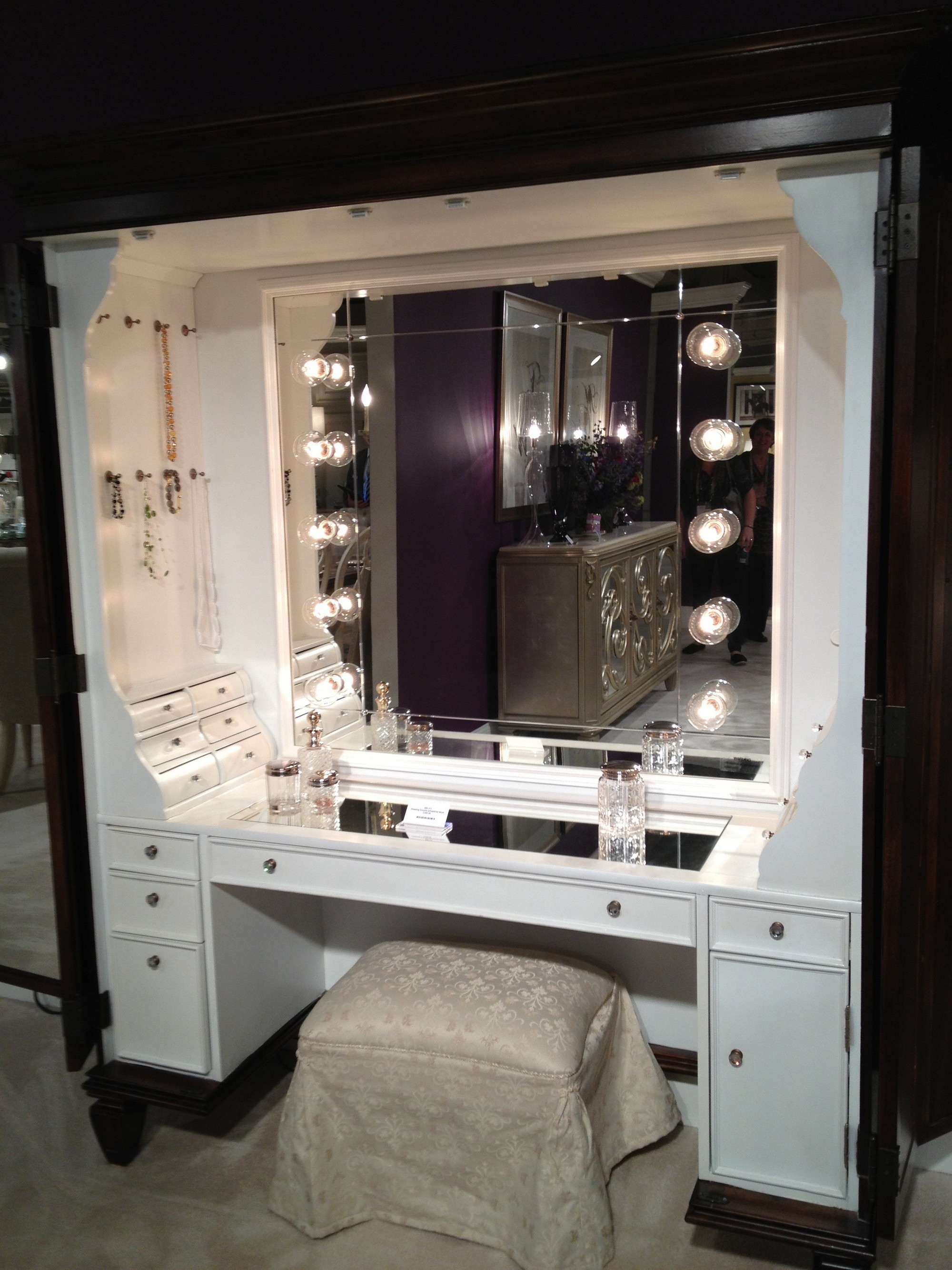 Cool Furniture, Black Makeup Table With Lighted Mirror And Small Fabric Bench:  Show makeup vanity furniture