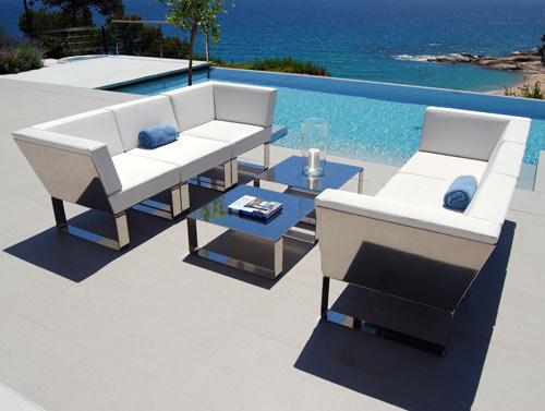 Modern patio furniture- bringing indoor living into outdoor