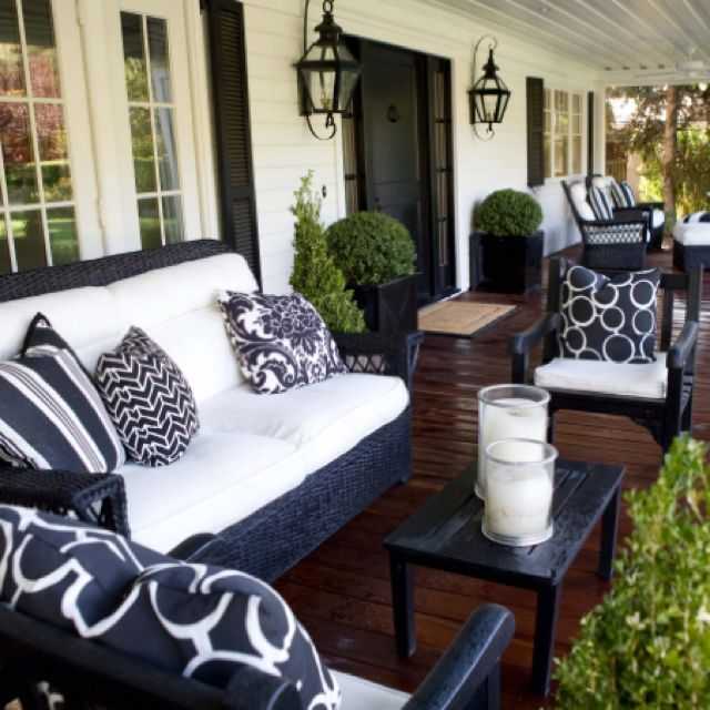 Cozy Front Porch- this is gorg! front porch furniture