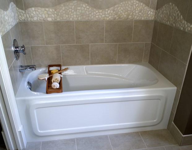 Trending 8 Soaker Tubs Designed For Small Bathrooms baths for small bathrooms