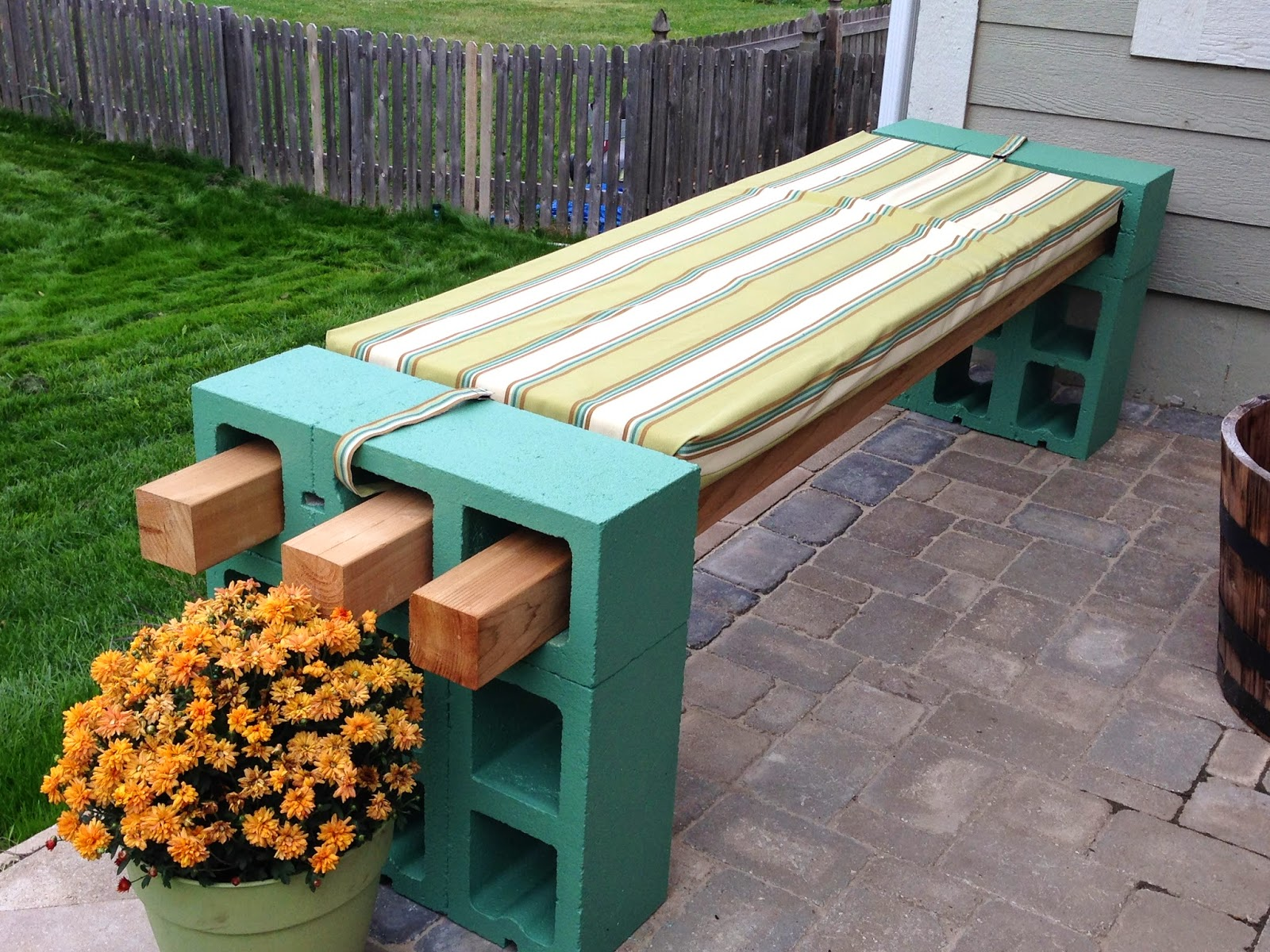 cinder block bench all of the benches on pinterest have four planks across, but NUTVKHX