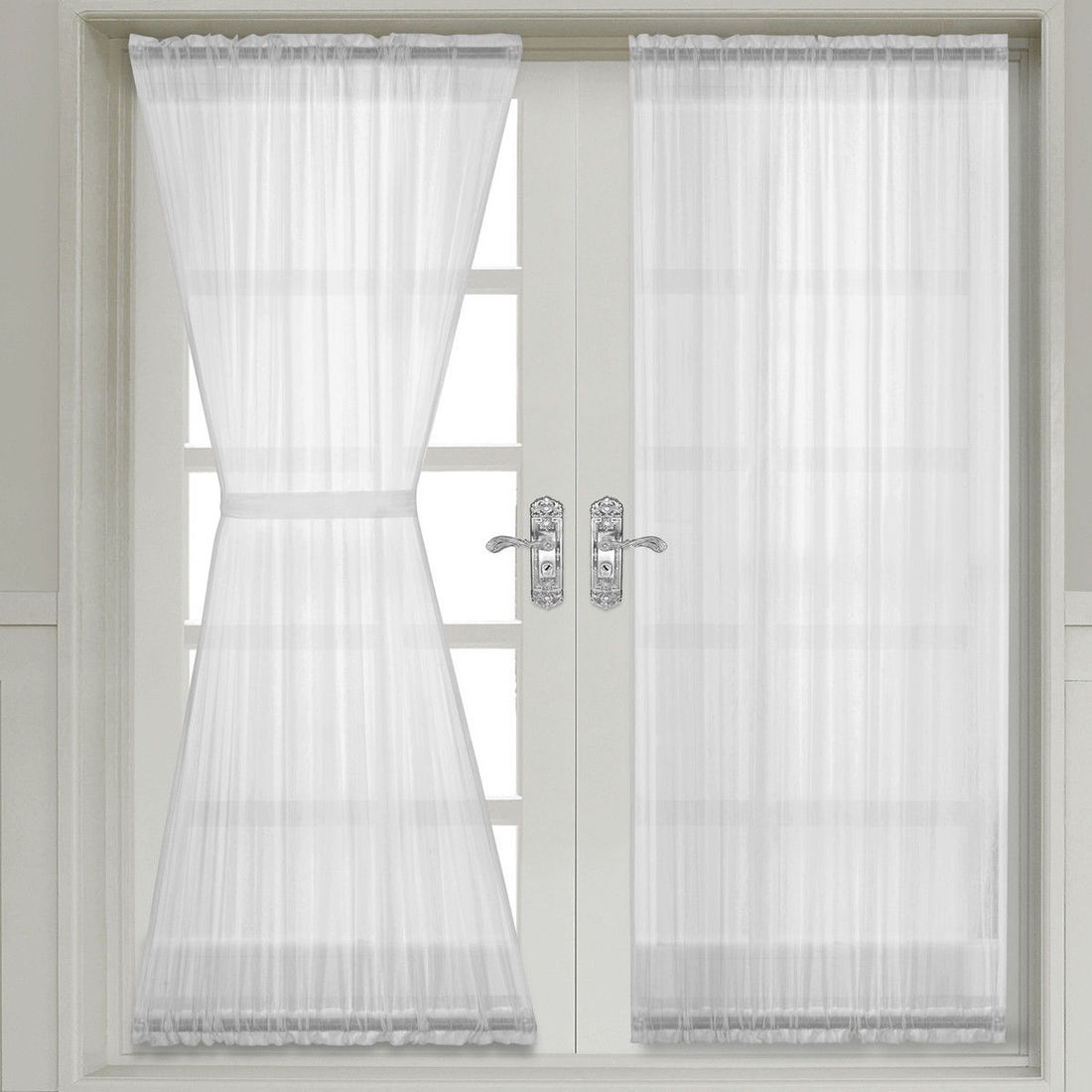 Change The Style And Look Of Your Room With Door Curtains
