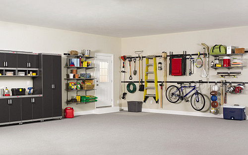 garage organization rubbermaid products/flickr SZUTLQN