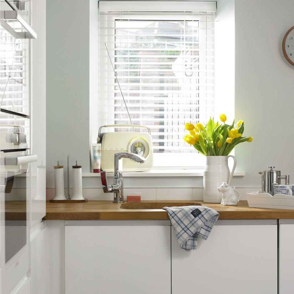 kitchen blinds venetian blind kitchen ashley morrison EGTEHSB
