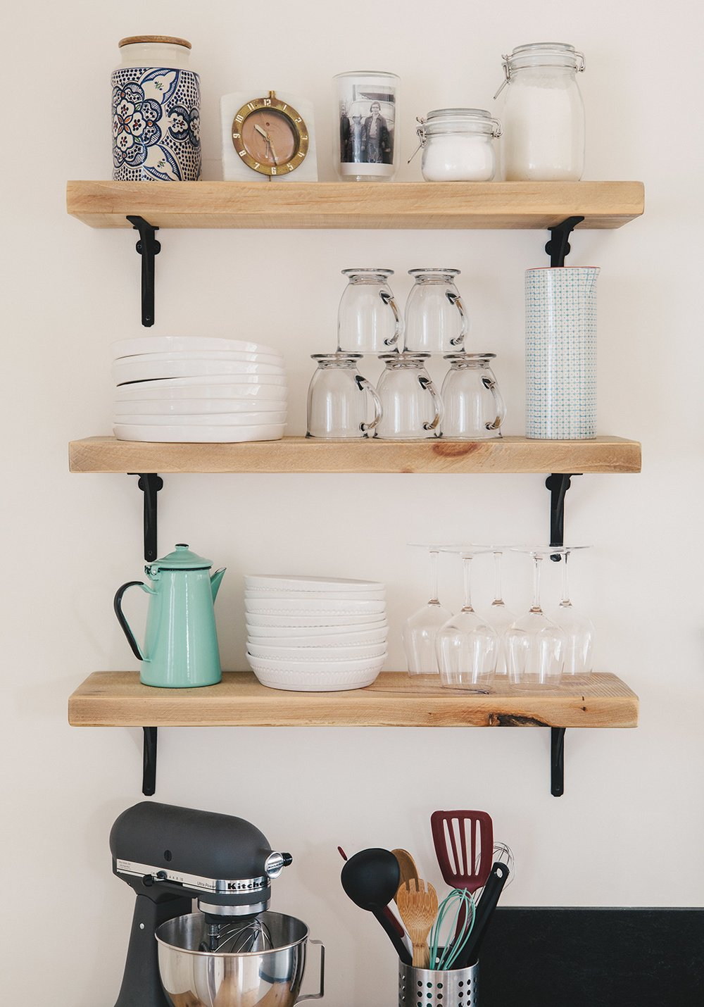 kitchen shelves (image credit: svk interior design) JYPSZFI