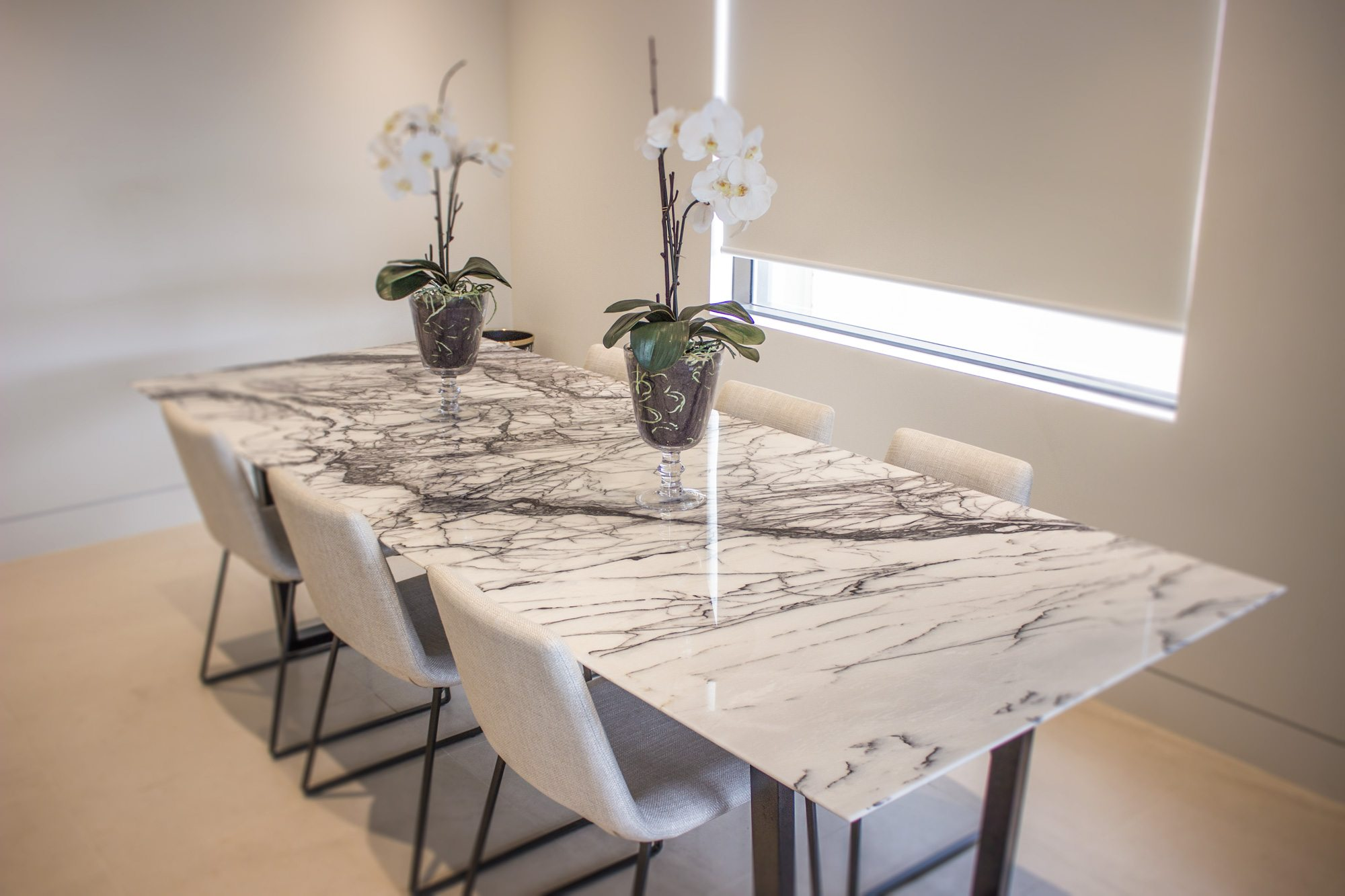 marble dining table and leather chairs WMDDNIR