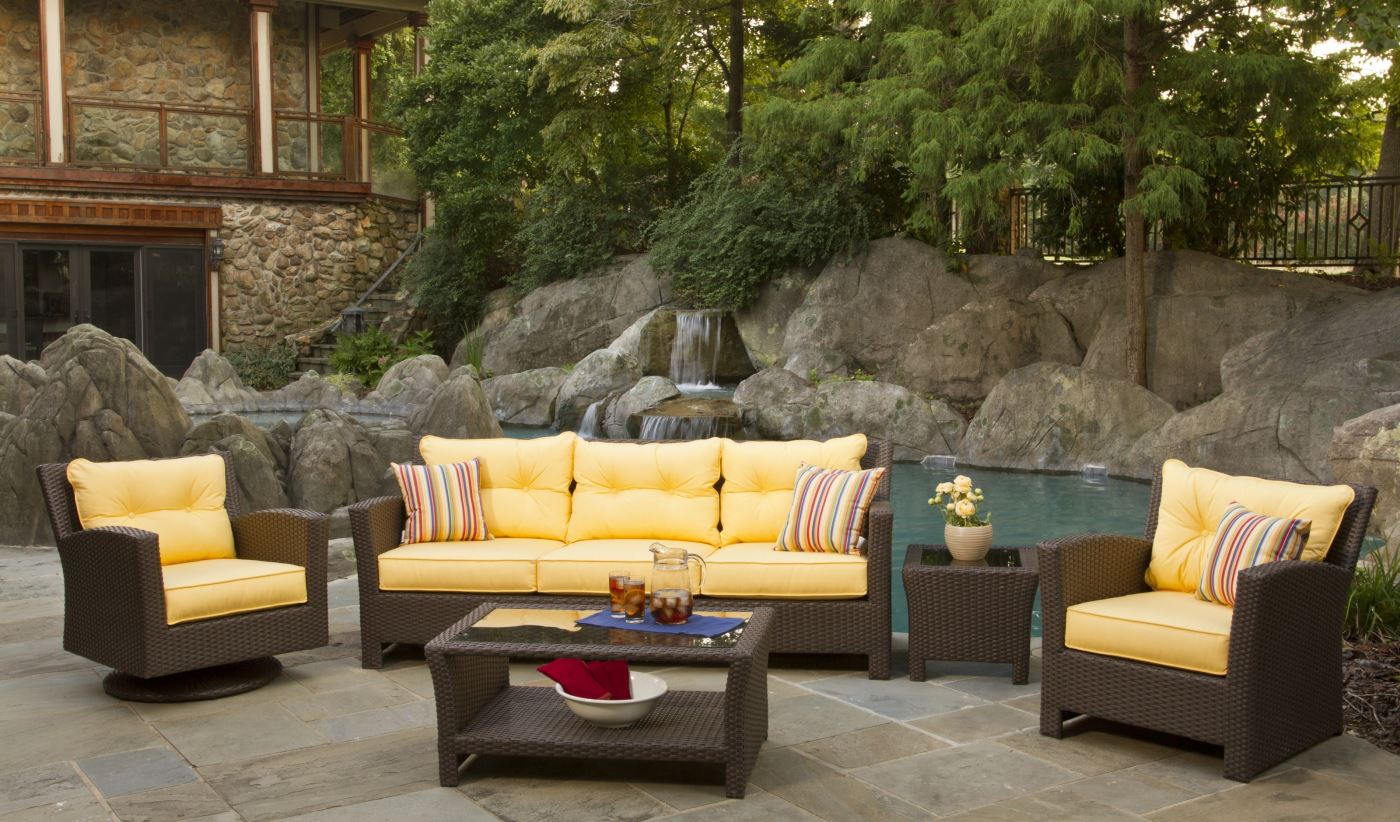 Outdoor Wicker Furniture for Comfortable Sitting Option