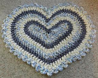 rag rug designs ravelry: heart rag rug pattern by kelli j. bryan TAGWWTG