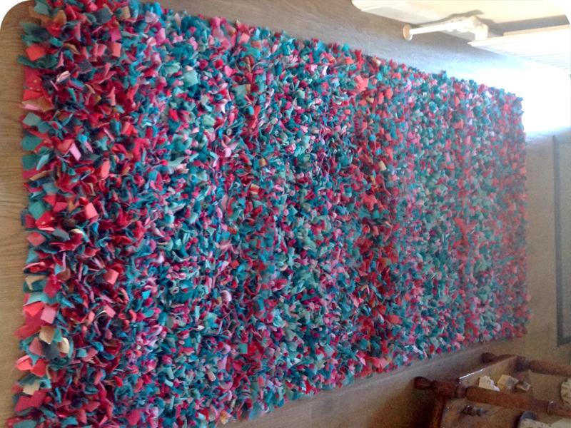 rag rug designs roseu0027s shaggy rag rug YJMSANB